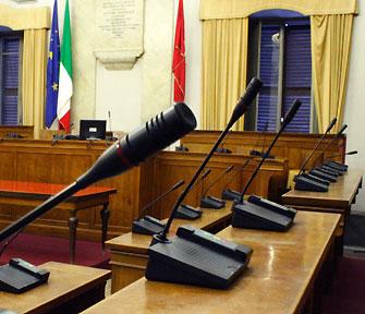 foto di un'aula di consiglio comunale