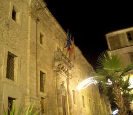 foto della facciata di Palazzo Scolopi