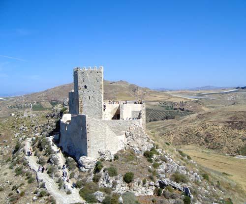 Foto ravvicinata del lato Est del Castello ripresa da un ultraleggero